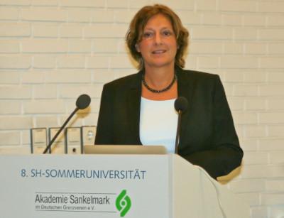 Frau Ministerin Britta Ernst bei der Eröffnung der diesjährigen Sommeruniversität