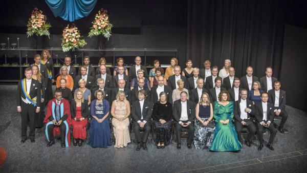 Prof. Dr. Ilka Parchmann (untere Reihe, 3. v.l.) bei der Verleihungszeremonie.