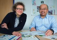 Professor Dr. Mitsuhiro Terada von der Gifu Shotoku Gakuen University, Japan, im Gespräch