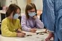 Schulklassen erhalten Einblicke in das Leben in der Jungsteinzeit