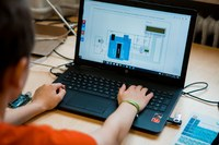 Zuhause experimentieren - jetzt anmelden für die beiden neuen Angebote des Schülerforschungszentrums!